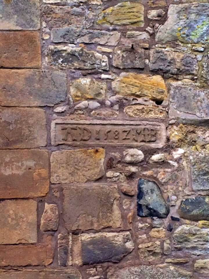 midhope castle, incisione nel muro