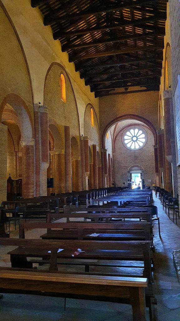 interno abbazia di fiastra