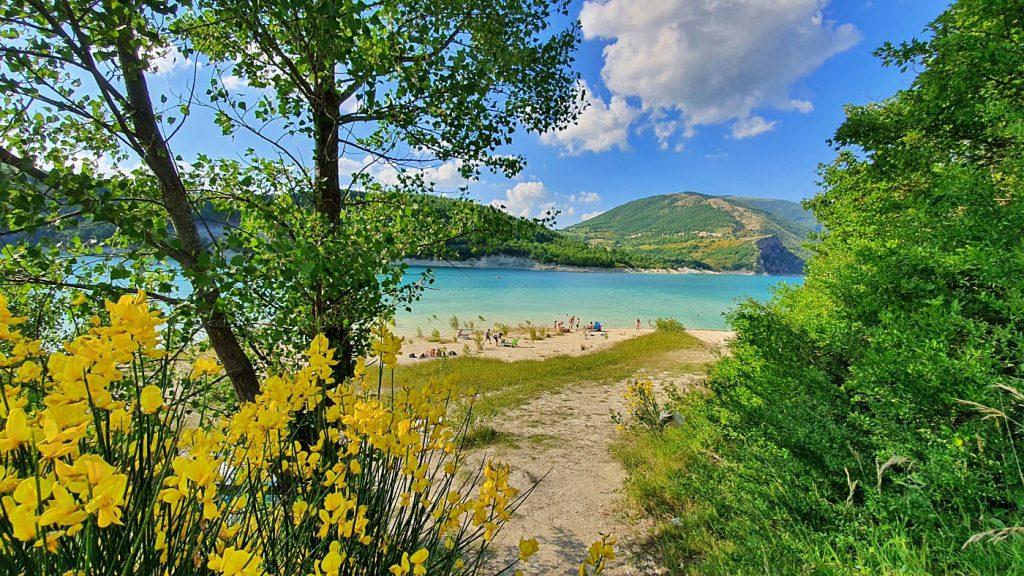 il lago di Fiastra, Marche
