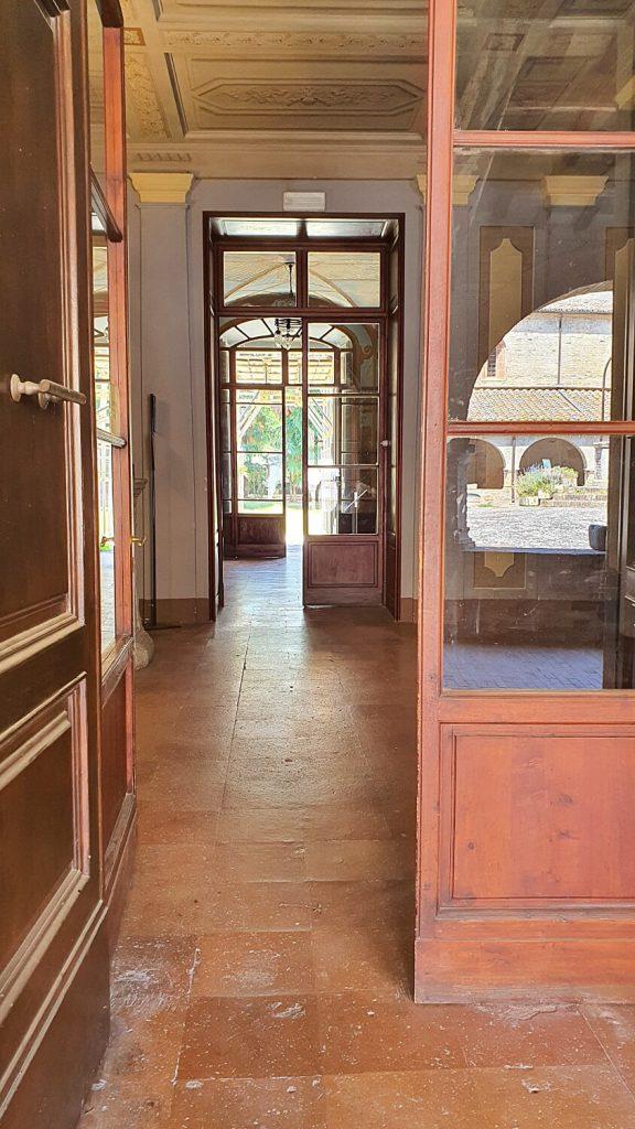 ingresso palazzo bandini, abbazia di fiastra