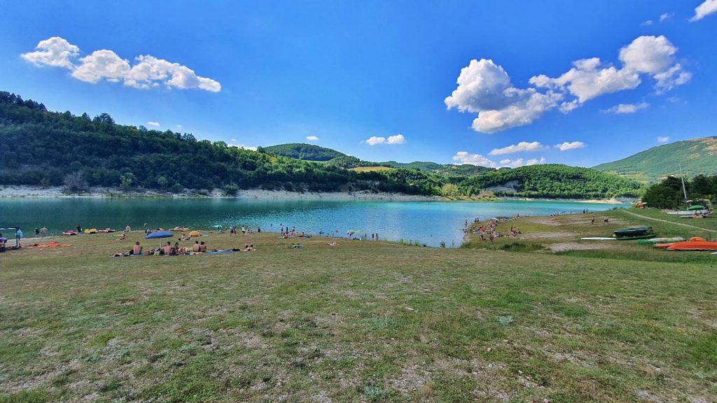 lago di fiastra nelle marche - monti sibillini, turismo marche, cosa vedere nelle marche