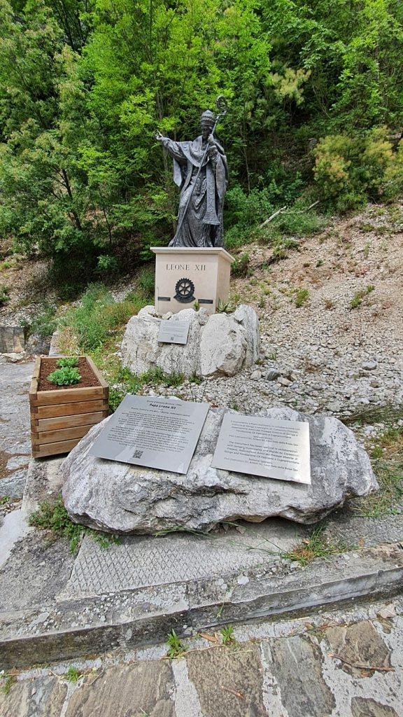 statua leone XII frasassi
