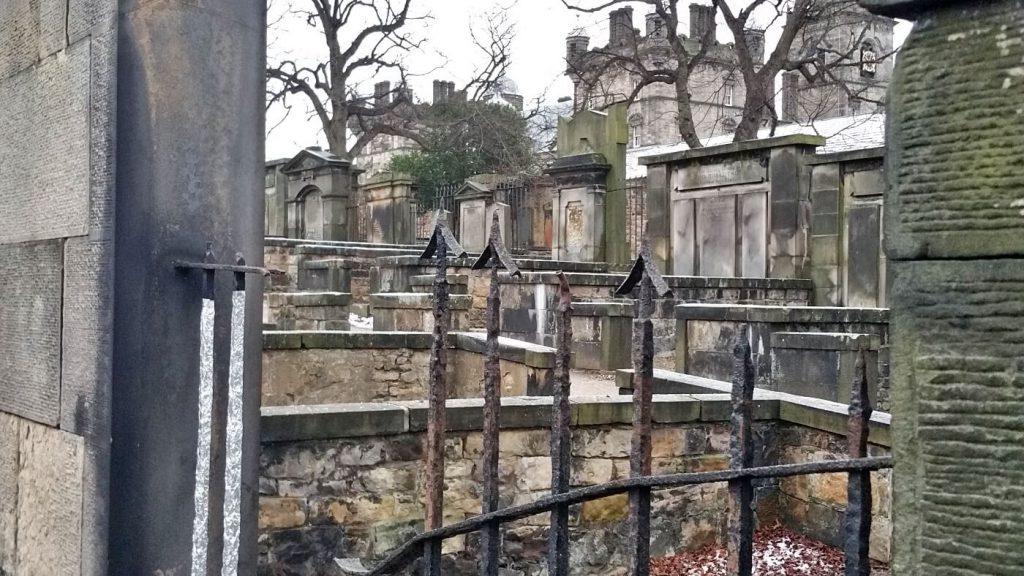 il cimitero di greyfriars a edimburgo