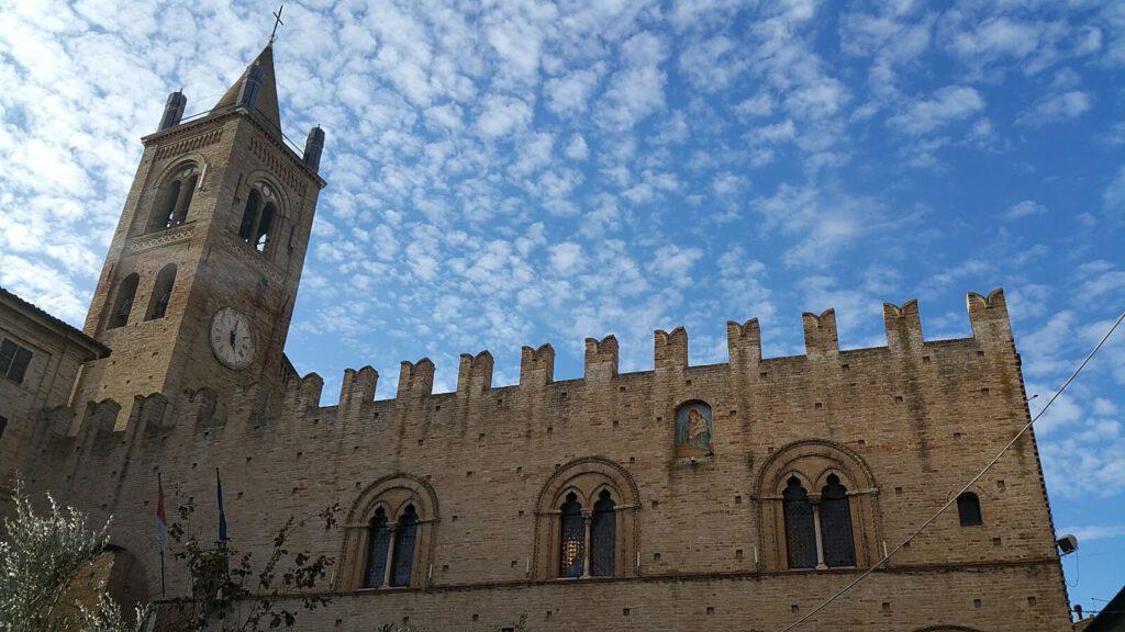 palazzo dei priori - montecassiano cosa vedere