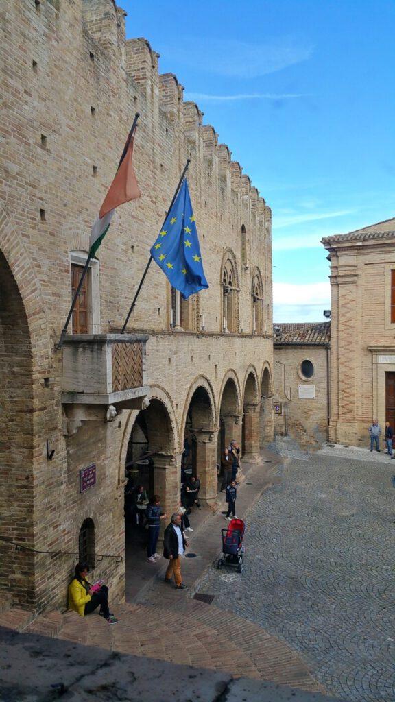 palazzo dei priori - montecassiano