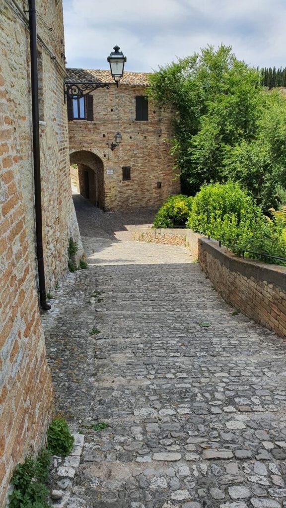 antico castello, vecchio incasato, borghi delle marche, visitare le marche, visitare grottammare
