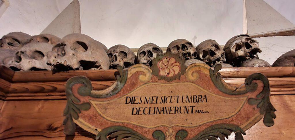 chiesa dei morti, cimitero delle mummie