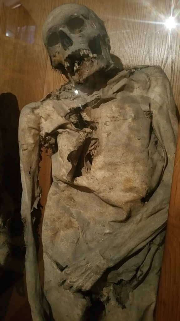 cimitero delle mummie, urbania