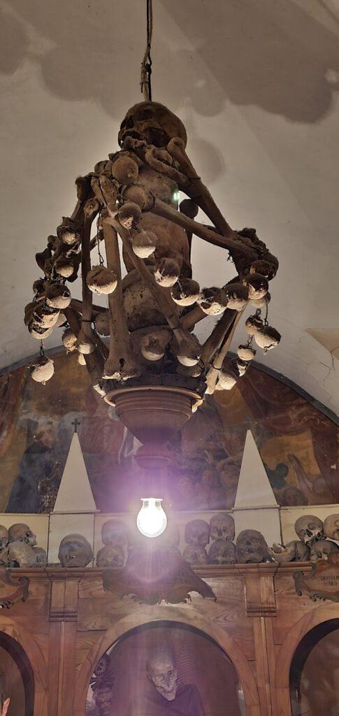 chiesa morti urbania, cimitero mummie