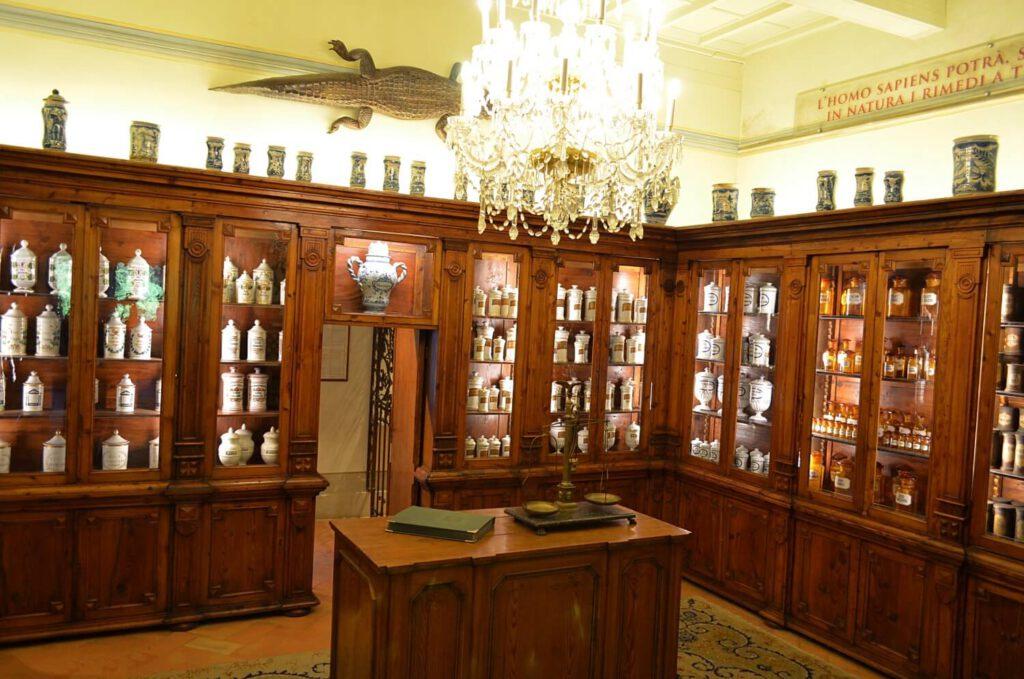 la farmacia dell'800, museo aboca sansepolcro