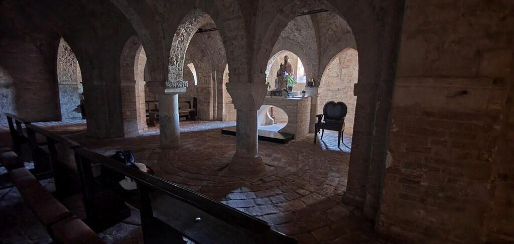 cripta abbazia di san firmano, montelupone chiese
