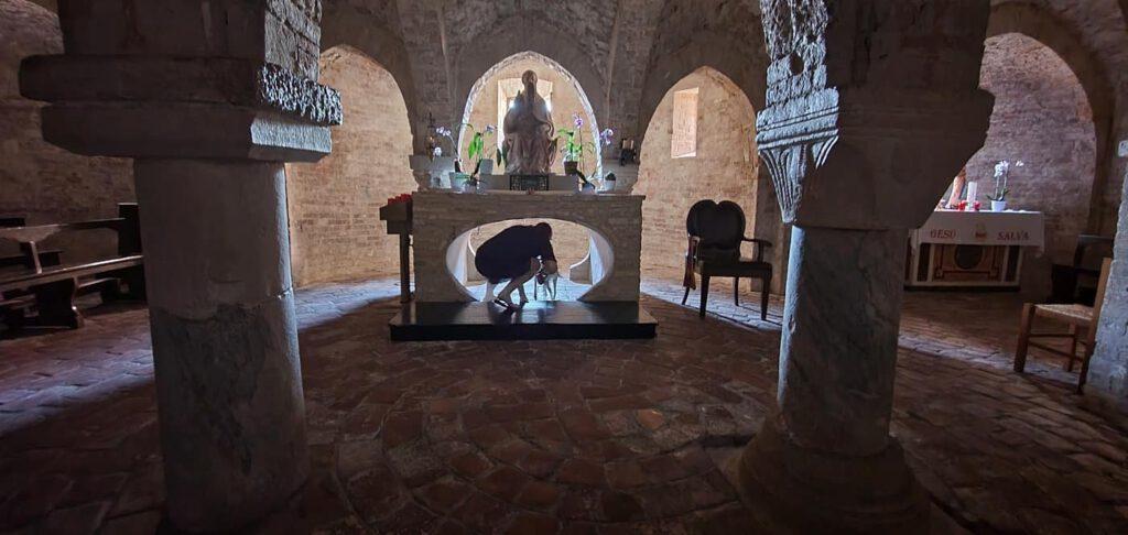 cripta dell'abbazia, abbazie nelle marche, luoghi sacri marche, miracoli di san firmano