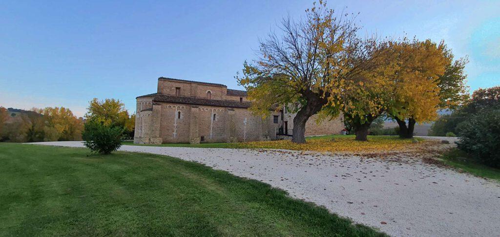 abbazia di sant'urbano, abbazie nelle marche