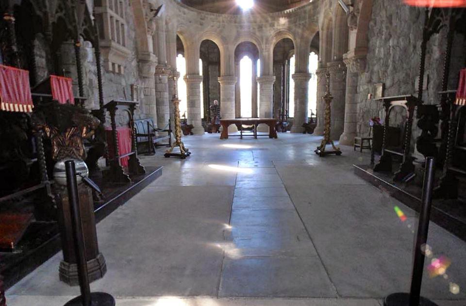 St Conan's Kirk, coro e abside